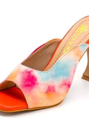 Sandália social bico quadrado salto taça laranja tie dye
