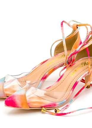 Sapato scarpin salto baixo transparente tie dye amarrar na perna