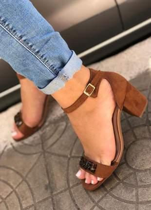 Sandália feminina salto quadrado