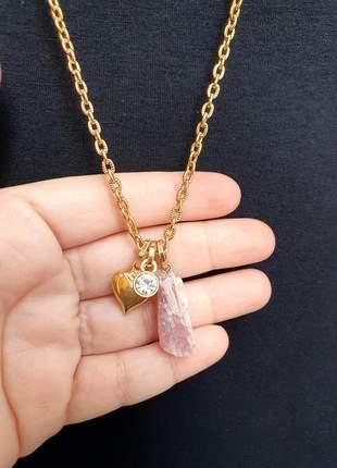 Colar dourado com pingente de cristal de turmalina rosa
