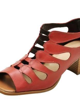 Sandália pierrô bico quadrado salto baixo couro legítimo cor rubi