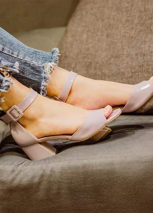 Sandália tendência lavanda salto grosso