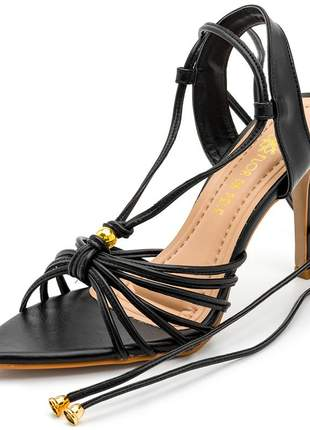 Sandália social bico fino folha preta salto alto fino amarrar na perna