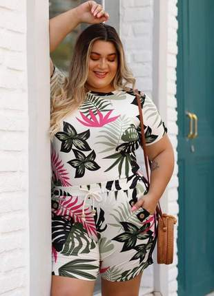 Conjunto short e blusa estampado plus size