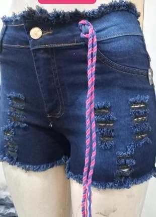 Short curto jeans escuro