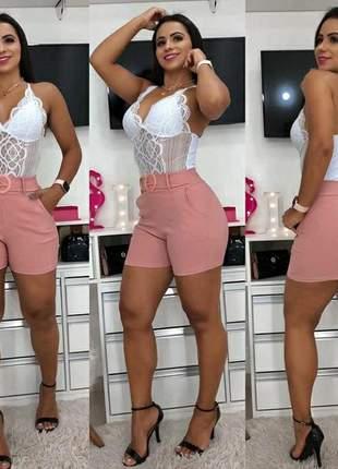 Shorts em tecido bengaline com cinto falso