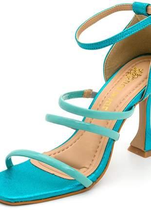 Sandália bico quadrado tiras finas salto fino taça azul cintilante