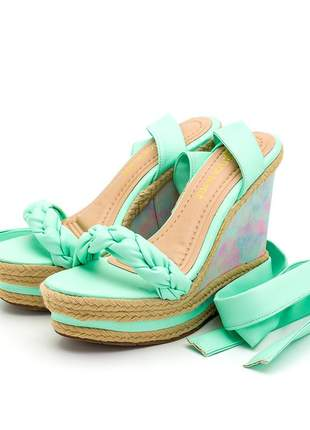 Sandália anabela tira trança amarrar na perna verde claro tie dye