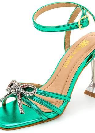 Sandália verde metalizado bico quadrado laço strass salto taça transparente