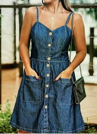 Vestido alça fina jeans botões na frente com bolsos