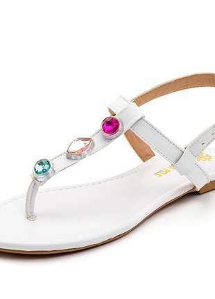 Sandália rasteira tira reta branca com pedras coloridas strass