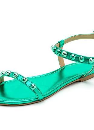 Sandália rasteira tira com bolas verde metalizado