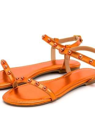 Sandália rasteira tira com bolas laranja metalizado