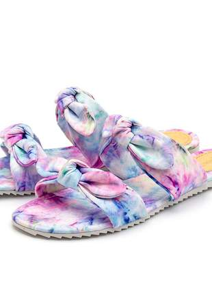 Sandália rasteira laços estampa tie dye lilas tratorada
