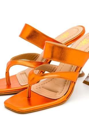 Sandália bico quadrado aberta laranja metalizado salto fino taça transparente