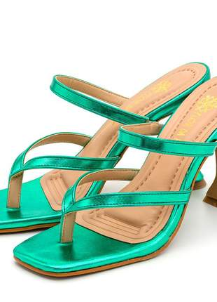 Sandália bico quadrado aberta verde metalizado salto fino taça