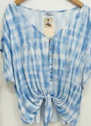 Blusa tie-dye com detalhes botões amarra na frente