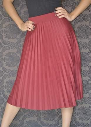 Saia midi plissada, moda evangélica social, vermelho vinho