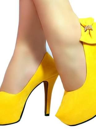 Scarpin salto alto meia pata bellatotti trina giallo