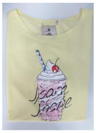 T-shirt milk-shake com perolas