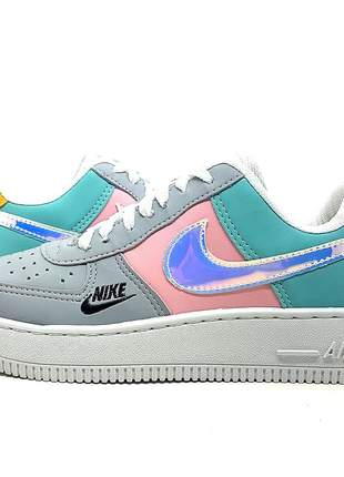 Tênis nike air force 1 holográfico