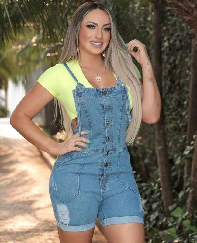 C&W Modas / Jardineira shorts jeans