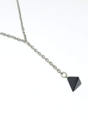Colar em y com um lindo pingente de triângulo de ágata negra