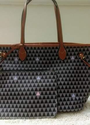 Bolsa sacola em couro sintético, com uma carteira