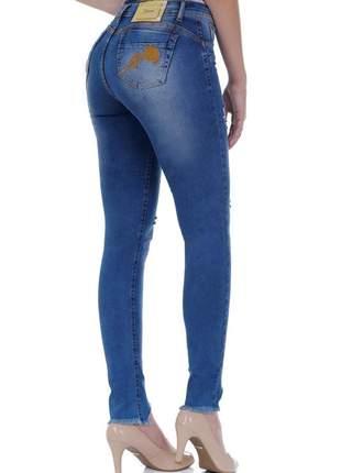 Calça jeans skinny zigma levanta bumbum e barra desfiada