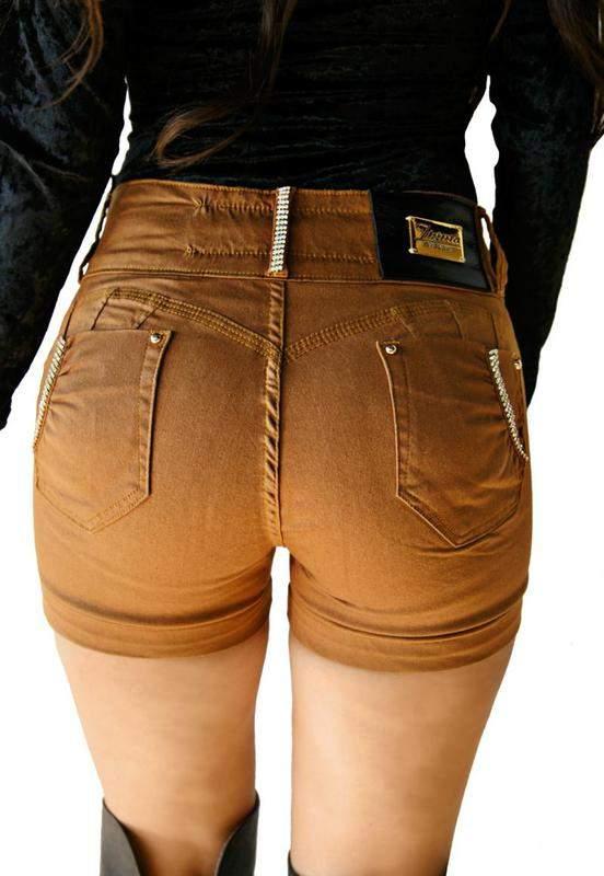 Cereja Dourada / Shorts curto zigma  stras com bojo