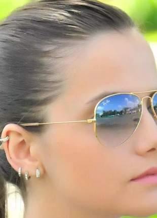 Óculos de sol ray ban aviador azul.