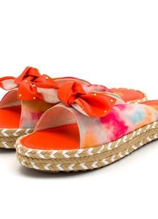 Sandália rasteira aberta flat em linho com detalhes sisal