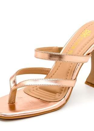 Sandália feminina salto taça bico quadrado em rosê metalizado