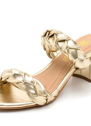 Sandália tamanco tiras de trança salto bloco grosso dourado