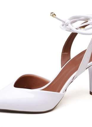 Sapato scarpin bico fino folha branco salto médio fino amarrar na perna