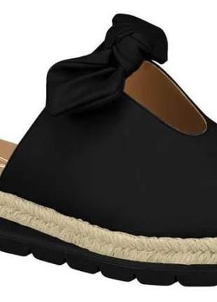 Rasteira flatform preto calce fácil laço salto baixo tratorada