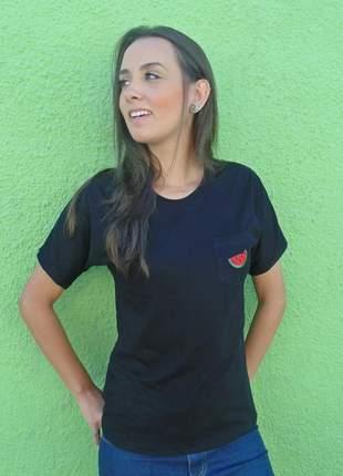 Camiseta t-shirt feminina com bolso e bordado patch melancia