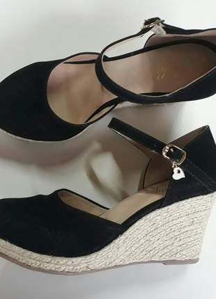 Sandália anabela espadrille preto salto médio 7cm em corda