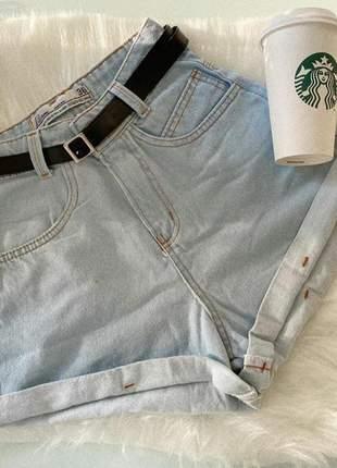 Short jeans claro com cinto