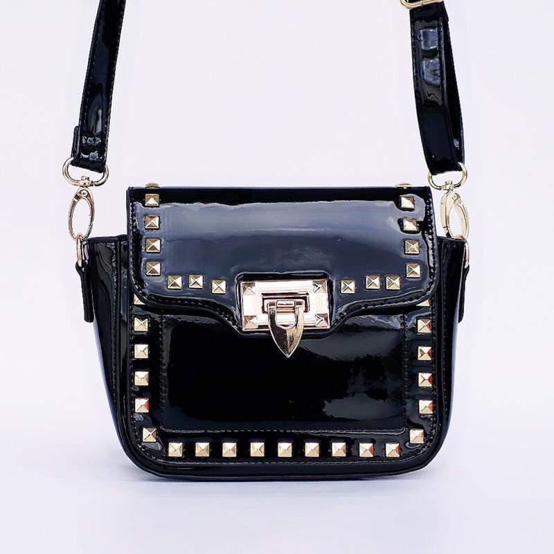3a6d4d543 Bolsa feminina preta moderna - R$ 50.00 (de verniz, dourada) #8599 ...