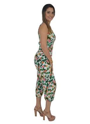 Conjunto calça pantacourt e cropped floral