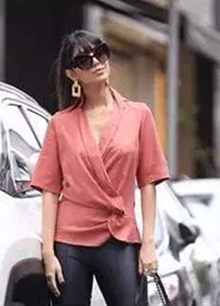 Blusa com detalhe elegantíssimo dessa blusa.