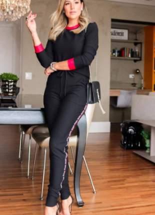 Conjunto feminino de calça e blusa de manga longa em moletinho