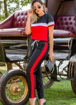 Conjunto feminino de blusa e calça