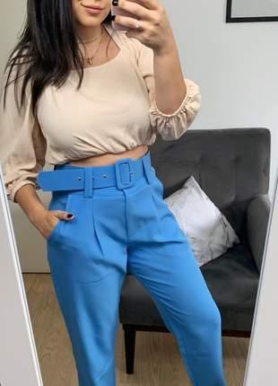 Calça social feminina alfaiataria com cinto encapado forrado azul