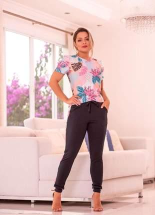 Conjunto estampa floral de calça com blusa manga princesa