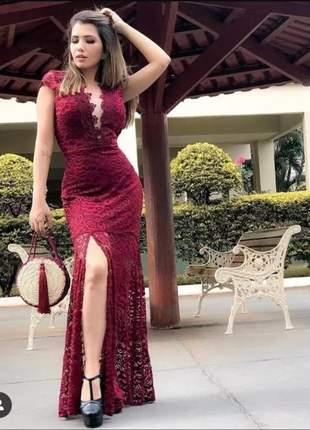 Vestido longo rendado fenda lateral renda