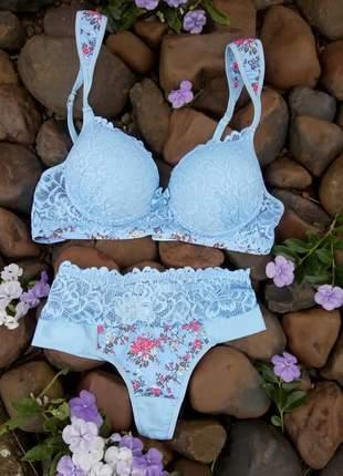 Conjunto de lingerie floral com detalhes em renda