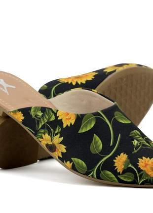 Sapatilha mule em verniz feminino confortável, cor preto estampa girassol