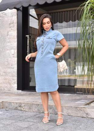 Vestido jeans lavado gola alta e botões - bolsos embutidos tubinho - moda feminina evangé